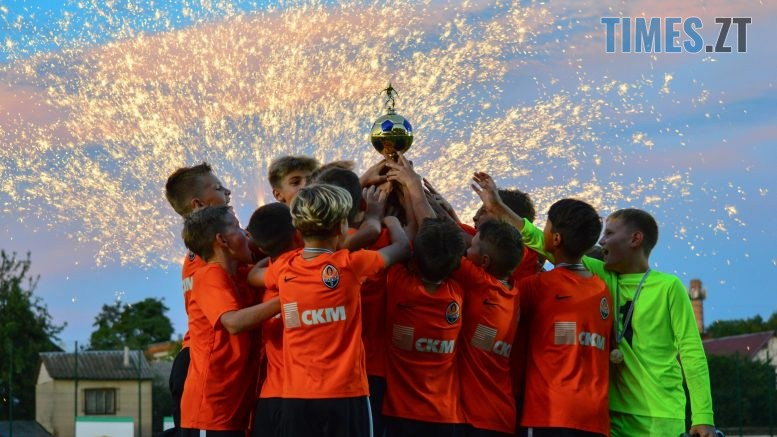 DSC 0601 777x437 - Футбольний турнір U-12 пам'яті Дмитра Рудя у Житомирі виграв ФК «Шахтар» серією пенальті (ФОТО)