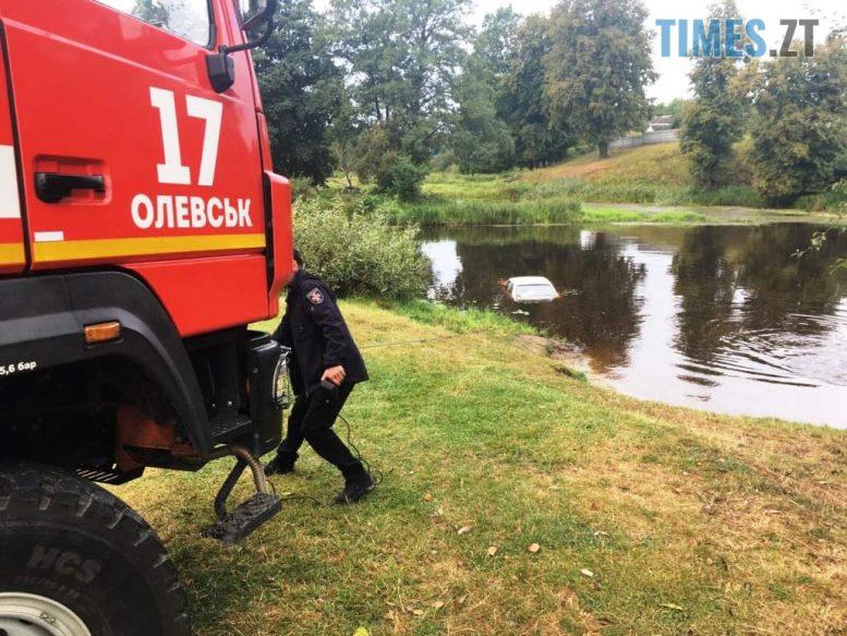 IMG ca18b0c9dff2dbbce6169e0d470b9fde V e1598624779976 - В Олевську рятувальники дістали з річки «Таврію», водійка не поставила авто на «ручник»