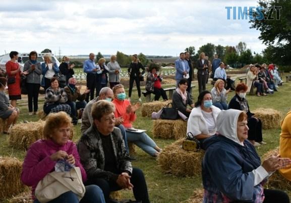 IMG 20200830 133924 - На Житомирщині відбувся ягідний фестиваль, де спекли рекордний 2-метровий пиріг