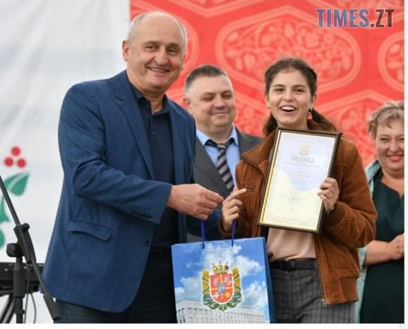 IMG 20200830 133944 - На Житомирщині відбувся ягідний фестиваль, де спекли рекордний 2-метровий пиріг