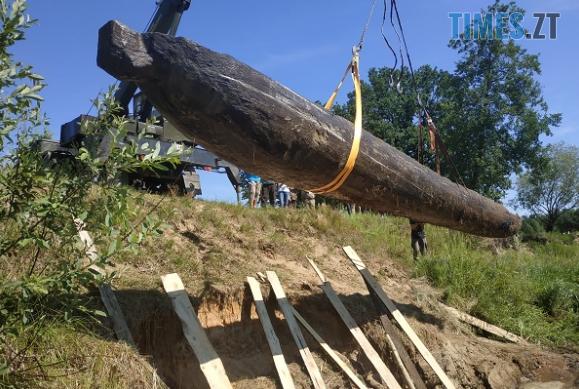 Screenshot 6 - На Житомирщині виявили дивовижну старовинну знахідку - дев`ятиметровий древлянський човен (ФОТО)