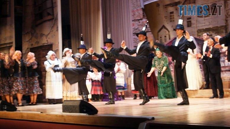 Still1212 00000 4 777x437 - «Крупный выигрыш» Бердичівського театру (ВІДЕО)