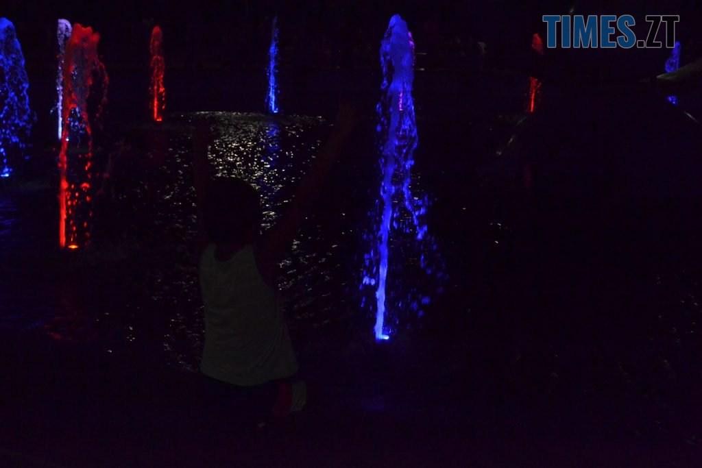 """a20019ad 2644 4002 b3d5 907b608baaee 1024x683 - Вдень басейн, ввечері — дискотека: як житомиряни відпочивають біля реконструйованого фонтану """"Космонавт"""" (ФОТОРЕПОРТАЖ)"""