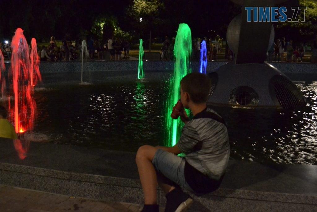 """b34e5f64 5b8c 4c04 82ac 57df521c89d3 1024x683 - Вдень басейн, ввечері — дискотека: як житомиряни відпочивають біля реконструйованого фонтану """"Космонавт"""" (ФОТОРЕПОРТАЖ)"""
