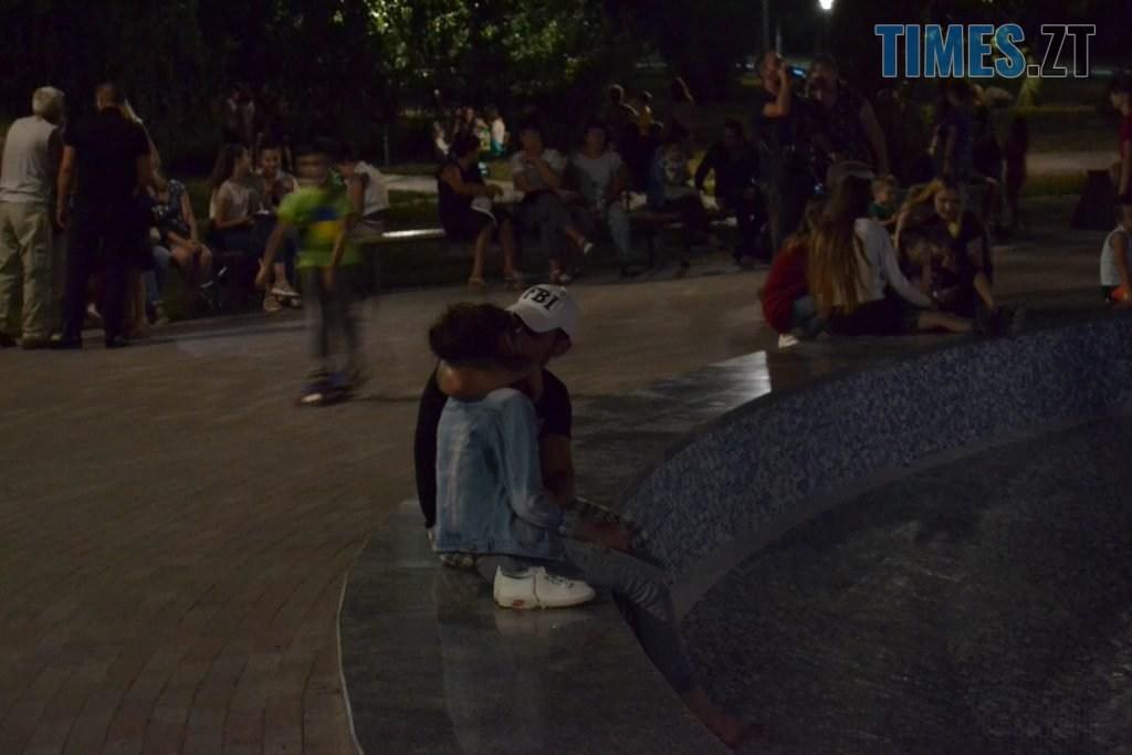 """e88f5266 f8dc 4bc8 844d 9ee95c1ad013 1024x683 - Вдень басейн, ввечері — дискотека: як житомиряни відпочивають біля реконструйованого фонтану """"Космонавт"""" (ФОТОРЕПОРТАЖ)"""