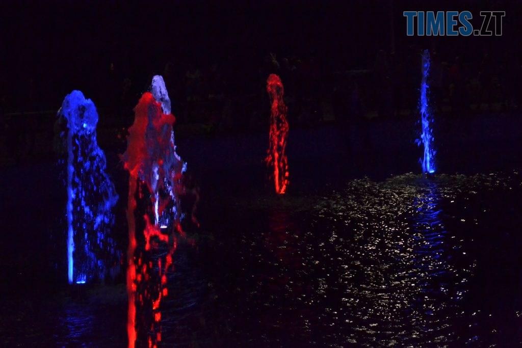 """fa048f93 8056 4e65 a06f 26d9a212f658 1024x683 - Вдень басейн, ввечері — дискотека: як житомиряни відпочивають біля реконструйованого фонтану """"Космонавт"""" (ФОТОРЕПОРТАЖ)"""