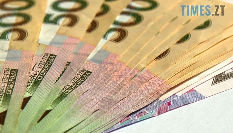 groshi3 768x437 - На Житомирщині четверо людей віддали телефонним шахраям 30 тис гривень та шість тисяч доларів