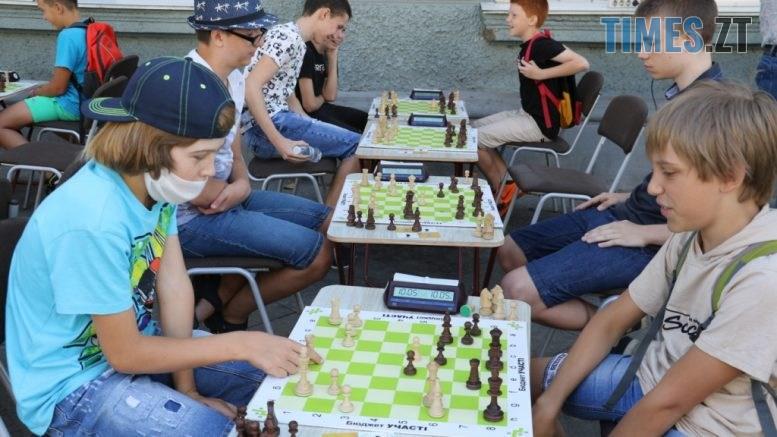 img1598170663 777x437 - У Житомирі на Михайлівській понад 100 учасників зібралися для участі у шаховому турнірі
