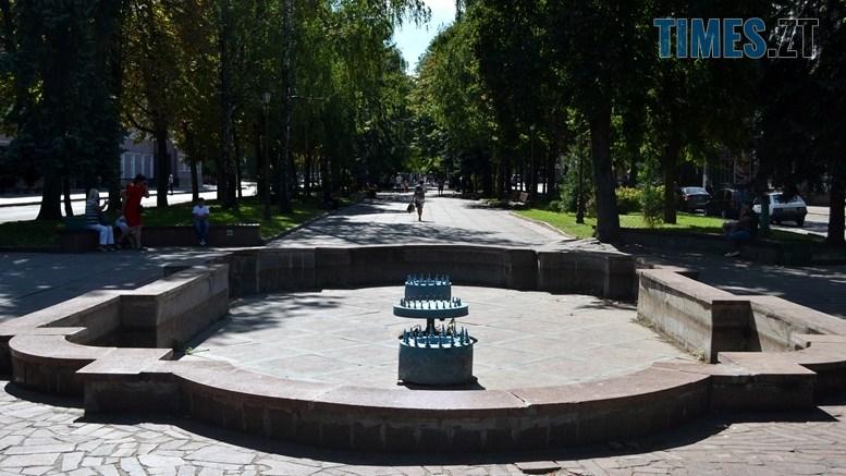 03 2 - «День житомирянина»: у місті працює лише один фонтан – там, де має «засвітитись» Сухомлин (ФОТО)