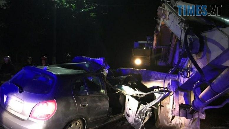 08 56 08 777x437 - У центрі Житомира смертельна аварія: авто протаранило екскаватор, помер 19-річний пасажир