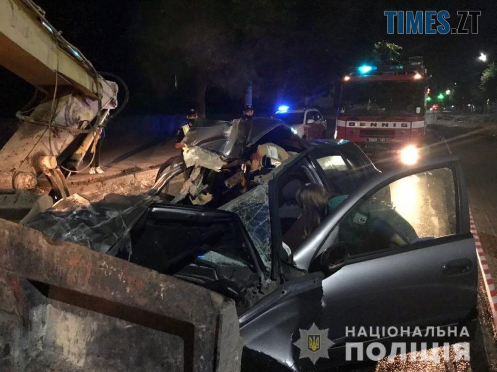 09 01 01 1024x767 - У центрі Житомира смертельна аварія: авто протаранило екскаватор, помер 19-річний пасажир