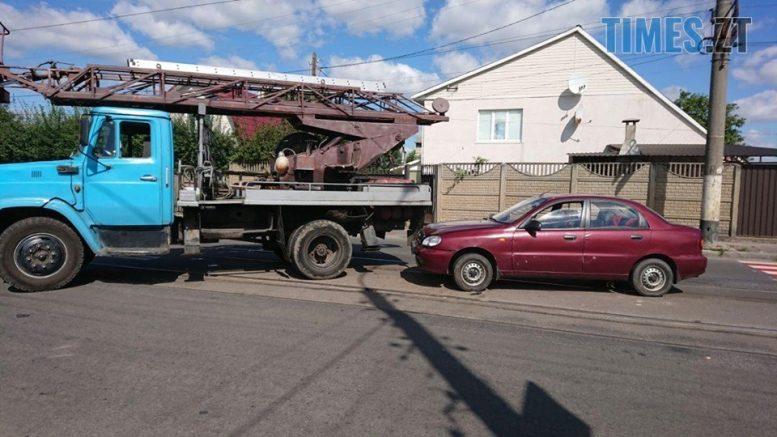 """119070534 653559648599747 7200704125683741967 n e1599644062621 - Житомир: на Хінчаці Lanos протаранив """"ЗІЛ"""", рух трамваїв заблоковано (ФОТО)"""