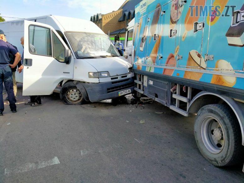 120134849 336759474234420 7803365061348629422 n e1600939395861 - У Житомирі потрійна аварія неподалік частини ГУ ДСНС, рух траспорту обмежено (ФОТО)
