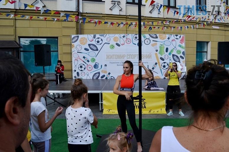 13 2 - У день жалоби за загиблими в АН-26 – мерія Житомира провела свято з танцями на пілоні (ФОТО)