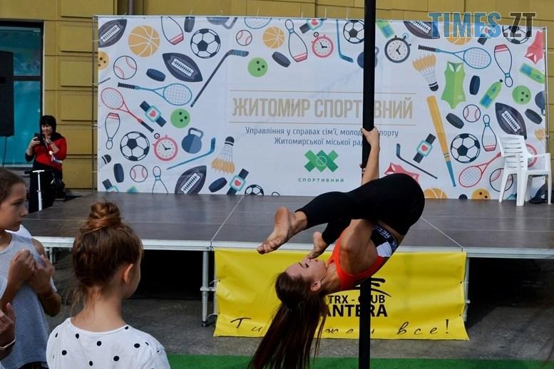 14 2 - У день жалоби за загиблими в АН-26 – мерія Житомира провела свято з танцями на пілоні (ФОТО)