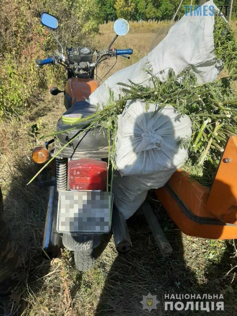 17 31 39 768x1024 - На Житомирщині  правоохоронці зупинили мотоцикл, керманич якого перевозив понад 50 кг коноплі (ФОТО)