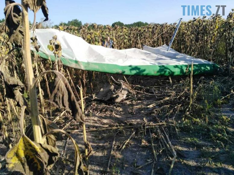 2 1 e1599809827260 - На Житомирщині під час обробки поля впав дельтаплан, пілот загинув (ФОТО)