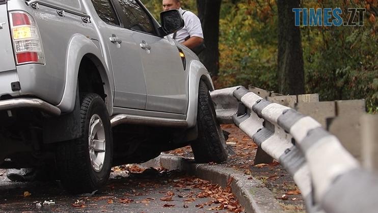 4 1 - На Чуднівському мосту в Житомирі моторошна аварія, рух транспорту обмежили (ФОТО)