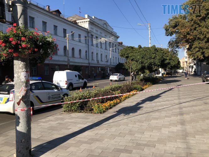 """7678f207b432442dfe2d9eb87dde5fb2d19eb1c6 - У Житомирі перекрили центральну вулицю, прибиральниця знайшла підозрілу """"коробочку"""" (ФОТО)"""
