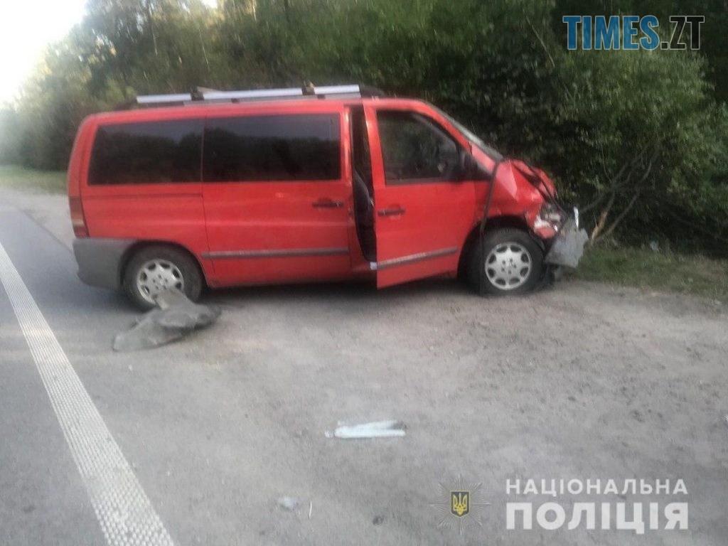 """9 28 43 1024x768 - Неподалік Довжика сталася аварія з двома травмованими: зіштовхнулися """"Мерседес"""" та """"ВАЗ"""" (ФОТО)"""