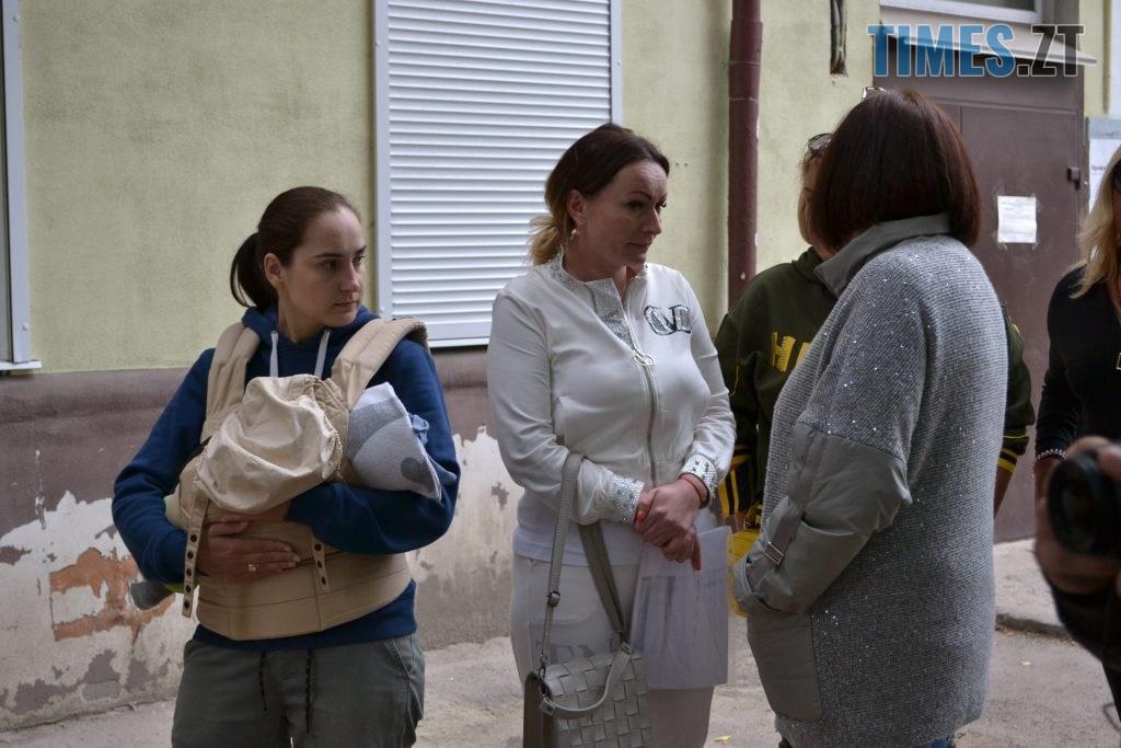 """DSC 0134 1024x683 - """"Сплю з документами, щоб встигнути вискочити"""": у Житомирі будують бізнес центр, який руйнує сусідній будинок"""
