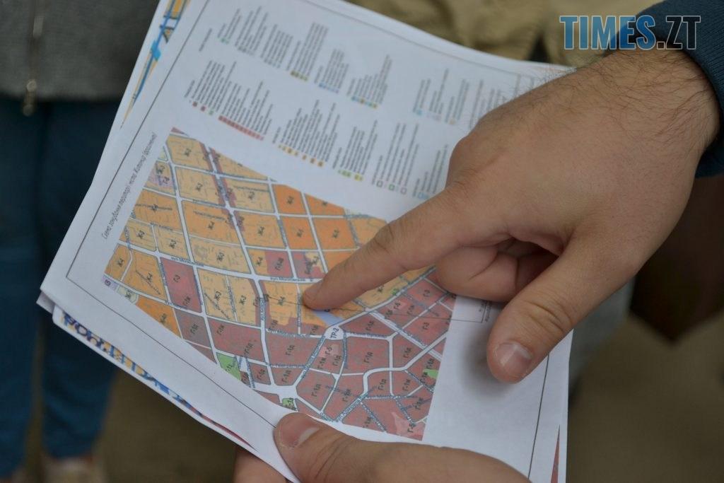 """DSC 0163 1024x683 - """"Сплю з документами, щоб встигнути вискочити"""": у Житомирі будують бізнес центр, який руйнує сусідній будинок"""