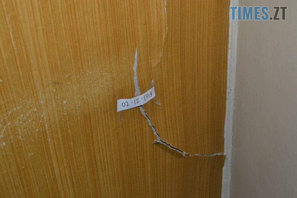 """DSC 0177 1024x683 - """"Сплю з документами, щоб встигнути вискочити"""": у Житомирі будують бізнес центр, який руйнує сусідній будинок"""