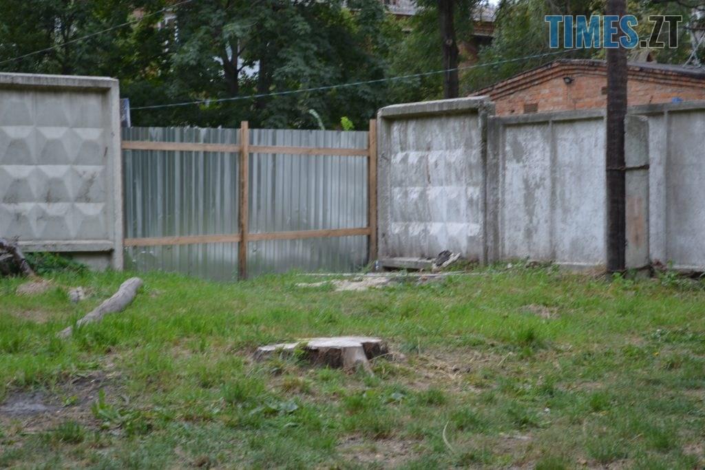 """DSC 0193 1024x683 - """"Сплю з документами, щоб встигнути вискочити"""": у Житомирі будують бізнес центр, який руйнує сусідній будинок"""