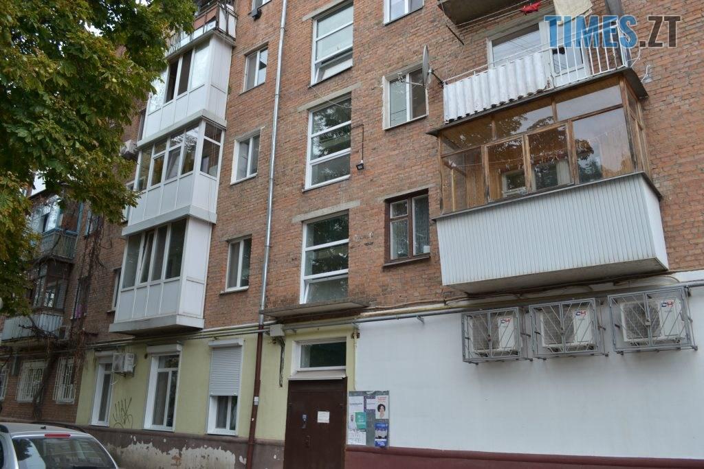 """DSC 0218 1 1024x683 - """"Сплю з документами, щоб встигнути вискочити"""": у Житомирі будують бізнес центр, який руйнує сусідній будинок"""