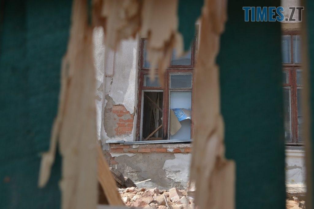 """DSC 0697 1024x683 - """"Знання"""" падають на голову: як у Житомирі зносять вечірню школу (ФОТО) (ВІДЕО)"""