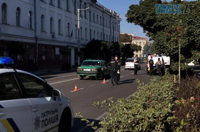 """Screenshot 2 9 - У Житомирі перекрили центральну вулицю, прибиральниця знайшла підозрілу """"коробочку"""" (ФОТО)"""
