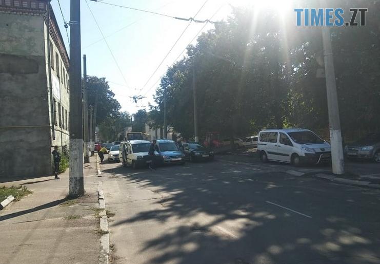 Screenshot 4 2 - На одній з вулиць Житомира через аварію заблоковано рух тролейбусів (ФОТО)