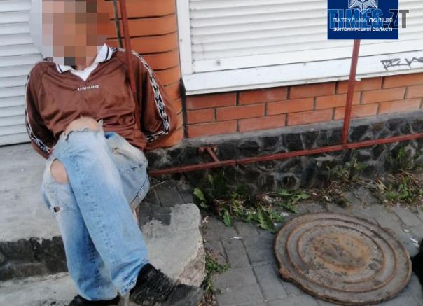 Screenshot 6 8 604x437 - На одній з вулиць Житомира затримали чоловіка, який мав при собі каналізаційний люк