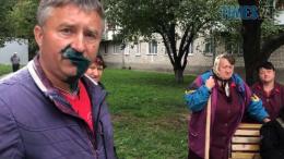 Screenshot 9 1 260x146 - У Житомирі депутата міськради облили зеленкою, один із нападників мав при собі пістолет (ВІДЕО)