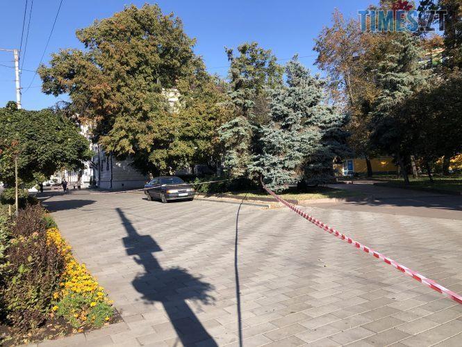 """f40dae063fc6027cfffc0b32302d274adf4e83af - У Житомирі перекрили центральну вулицю, прибиральниця знайшла підозрілу """"коробочку"""" (ФОТО)"""
