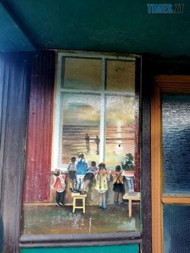 podviria1 - У селі під Житомиром власник будинку перетворив його на  галерею просто неба (ФОТО)