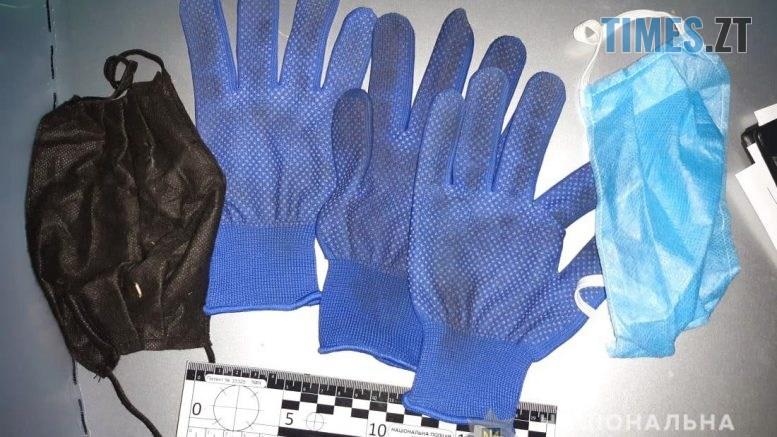 0610 4 777x437 - Правоохоронці затримали групу серійних магазинних крадіїв (ФОТО)