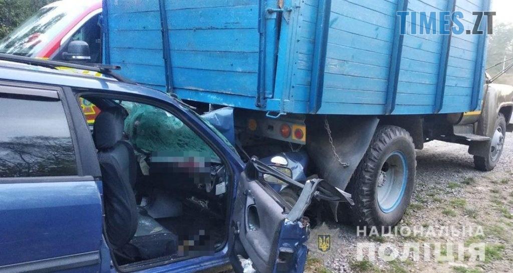 08 21 53 1024x546 - Неподалік Житомира сталася аварія, травмовано  троє людей (ФОТО)