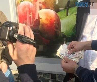 """1 135 - У райцентрі Житомирщини викрили податківця, який """"продавав"""" інформацію з обмеженим доступом (ФОТО)"""