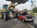 1 150x113 - У селі на Чуднівщині ВАЗ зіштовхнувся з великогабаритним навантажувачем, є загиблі (ФОТО)