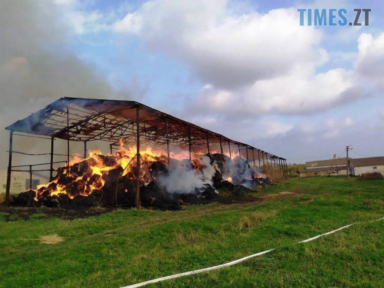 1 4 e1604065774573 - У Любарському районі надзвичайники  ліквідували загоряння сінника та врятували від знищення корівник (ФОТО)