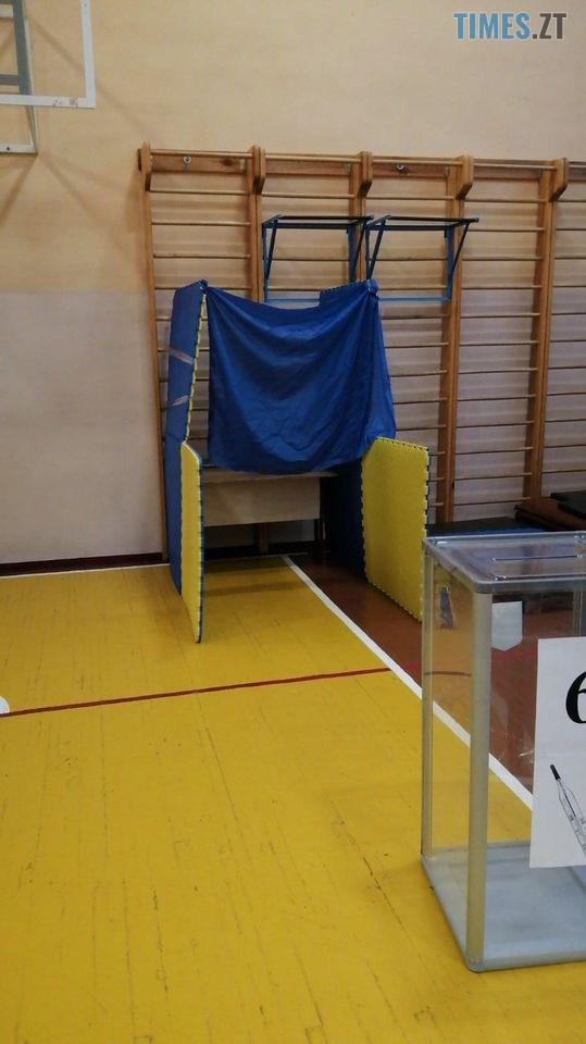 122491029 4562138937192093 5771757993801842914 o - Кабінок немає, але голосування йде: у мережі показали, як виглядають саморобні кабінки для голосування (ФОТО)