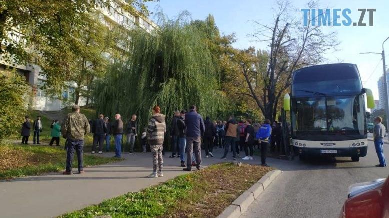 122587289 3514270211967234 7361009670141209758 n 777x437 - У столиці затримали автобуси із понад сотнею жителів Житомирщини, яких привезли голосувати за одного з кандидатів