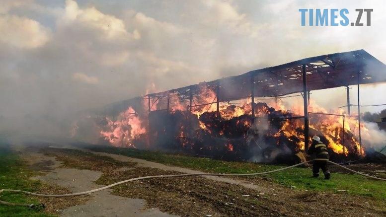 2 1 777x437 - У Любарському районі надзвичайники  ліквідували загоряння сінника та врятували від знищення корівник (ФОТО)
