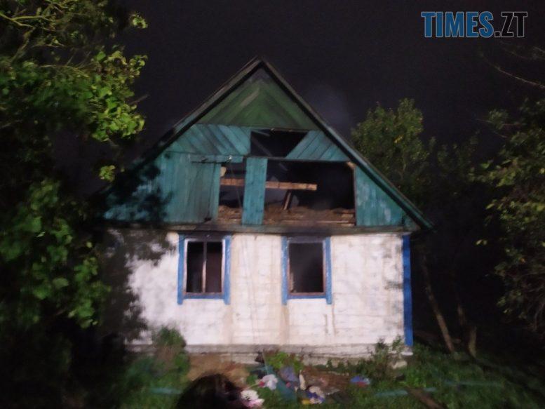 IMG 0925 e1602148944103 - На Черняхівщині ледь не згоріла заживо господиня приватного будинку (ФОТО)