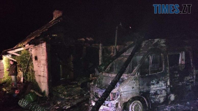 IMG 1341 777x437 - У селі Новоград-Волинського району пожежа перекинулася з сараю на автомобіль та житловий будинок господарів (ФОТО)