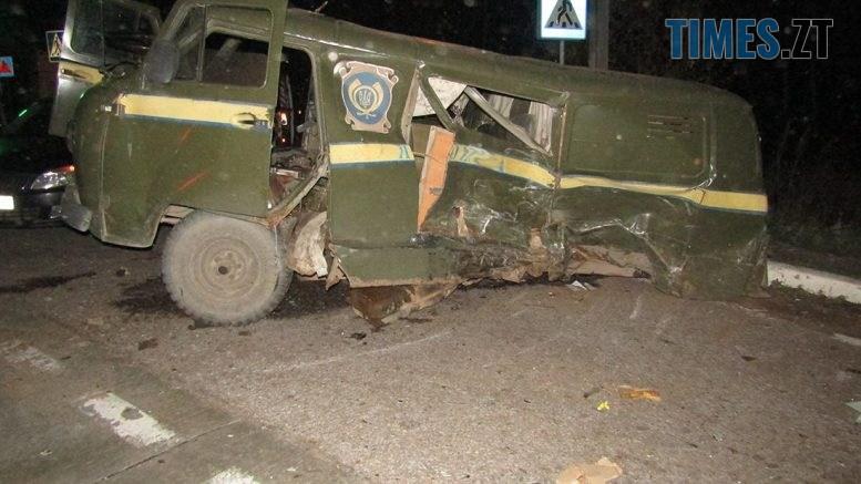 IMG 0959  777x437 - На Житомирщині позашляховик протаранив поштовий автомобіль, є травмовані (ФОТО)