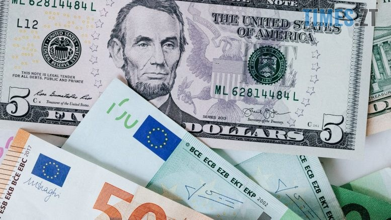 image 777x437 - Гривня продовжує падати: курс валют у перший день жовтня