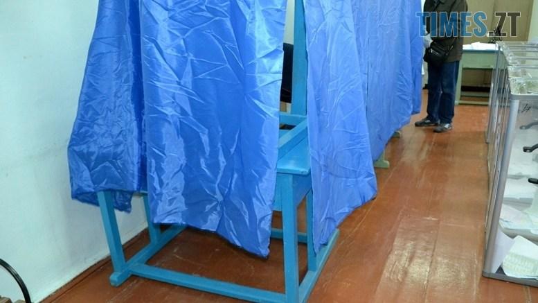 preview 7 - Житомирська влада зриває вибори: ДВК змайструвала кабінки для голосування з парт (ВІДЕО)