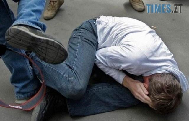 00 27 - У Житомирі тріо молодиків обікрали студента